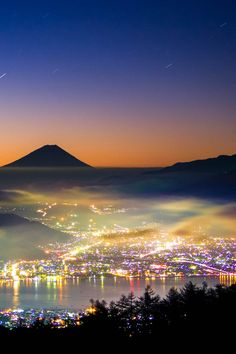 Rainbow Dawn - Just before dawn. Night scape in rainbow colors. Monte Fuji, Places Around The World, Around The Worlds, Beautiful World, Beautiful Places, Nature Photography, Travel Photography, Photos Voyages, Landscape Photography