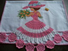 Pano de prato pintado à mão.  Barrado feito em crochê..  Acabamento em crochê.  Feito com produtos de ótima qualidade e acabamento perfeito.  Tecido: Algodão. Crochet Doll Pattern, Crochet Art, Crochet Crafts, Crochet Dolls, Crochet Clothes, Crochet Flowers, Crochet Patterns, 800 Flowers, Crochet Curtains