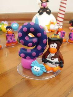 Vela personalizada Club Penguin. Fazemos com qualquer idade! Escolha o seu personagem e a cor da vela e vem com a gente!!! :)