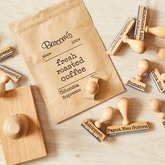 Barcomi's Kaffeerösterei :: Handgestempelt werden all unsere Kaffeetüten