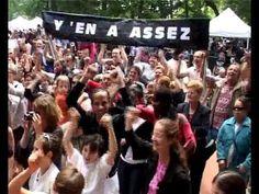 Une chorale d'enfants qui manifeste - Y'EN A ASSEZ POUR TOUT LE MONDE - ...