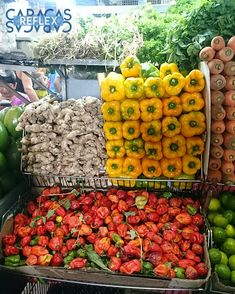 Hoy es día de hacer mercado siempre escogemos lo más fresco  . . . #ccs #fotografia #socialmedia #rrss #redessociales #fotoparacontenidos #fotografiasocialmedia #fotografiacomercial #fotografiadealimentos #fotografiagastronomica #caracas #caracasreflex #venezuela #mercado #chacao #verduras #frutas