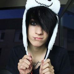 || FC : Johnnie Guilbert  || Hey I'm Johnnie. I'm 16 and single. I'm really awkward and weird. I love music, YouTube, aaand.... about it. Intro?