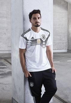 mats hummels | Tumblr Neymar, Messi, Germany National Football Team, Soccer Hair, Germany Team, German National Team, Equipement Football, Mats Hummels, Dfb Team