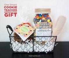 Un Cadeau de professeur smart cookie avec gratuits à imprimer sur www.iheartnaptime.com