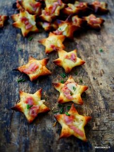 Mini Flammekueches stars for the aperitif An idea of ​​home-made aperitif, the . Fingers Food, Appetizer Recipes, Appetizers, Xmas Food, Chefs, Love Food, Healthy Snacks, Food And Drink, Cooking