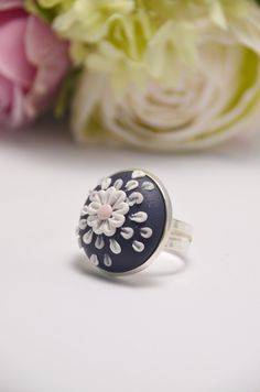 Navy Floral Flower Ring - beautiful handmade polymer clay jewellery by Clay & Clasp Polymer Clay Ring, Sculpey Clay, Polymer Clay Animals, Polymer Clay Flowers, Polymer Clay Projects, Handmade Polymer Clay, Clay Crafts, Jumping Clay, Biscuit