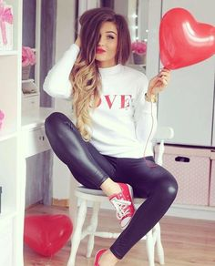 Daring outfits to pamper your boyfriend on Valentine's Day – Holiday Casual Chic Outfits, Fall Outfits, Fashion Outfits, Legging Outfits, Stylish Girls Photos, Stylish Girl Pic, Shiny Leggings, Leggings Are Not Pants, Look Rose