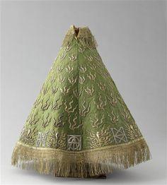Title :  Camail de la masse de l'ordre du Saint-Esprit  Description :  Vers 1585. Provenance : Trésor de la Chapelle de l'Ordre du Saint-Esprit (fondée en 1578)