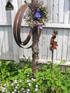 Content sharing network where passionate gardeners connect, curate and share garden related content. Rusty Garden, Garden Junk, Garden Planters, Amazing Gardens, Beautiful Gardens, Outdoor Art, Outdoor Decor, Outdoor Stuff, Outdoor Ideas