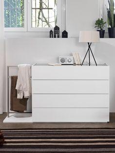 Kommode mit Herrendiener #schlafen #sleeping #mab #mabmöbel #möbel #furniture #interiordesign #designinspiration #designlife #swissmade #muotathal #swissness #möbelschweiz #swissquality #nachhaltigkeit #ächtmuotathal Dresser, Projects, Home Decor, Wood, Ideas, Powder Room, Blue Prints, Dresser Top, Chest Of Drawers