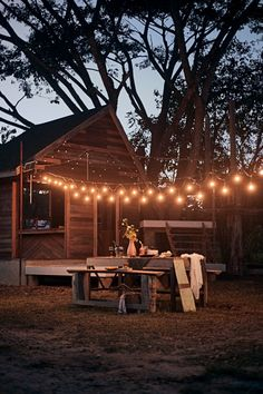 Rustic Outdoor Dining with Edison Lights Country Patio, Rustic Patio, Rustic Room, Rustic Outdoor, Town And Country, Outdoor Dining, Country Living, Outdoor Decor, Campsite Decorating
