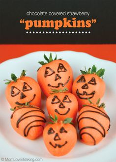 Chocolate Covered Strawberry Pumpkins, super fun and easy Halloween treat!