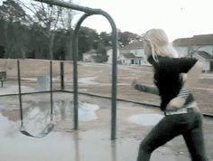Cuando la vida te dé un día nublado y lluvioso, ¡juega con los charcos!