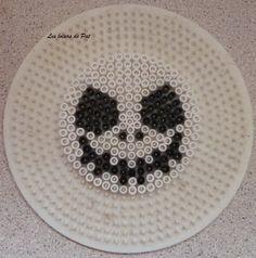 Pour réaliser ce modèle, il vous faut une grande plaque ronde. Tout les modèles de perles à repasser pour Halloween ici. Et pour suivre l'actu du blog sur ma page Facebook : ici