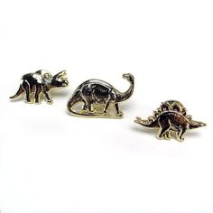 Skinny Vinny Dinosaur Pin Set consists of 3 different species of dinosaurs. Triceratops - is a genus of herbivorous ceratopsid dinosaur that lived during the late Maastrichtian stage of the Late Creta