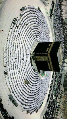 It looks like the black stone horizontally Mecca Wallpaper, Allah Wallpaper, Islamic Wallpaper, Islamic Images, Islamic Pictures, Islamic Art, Islamic Quotes, Mecca Mosque, Mecca Kaaba