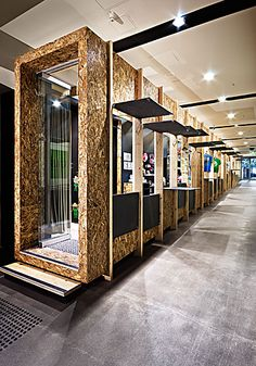 OSB used to create pods for retail design - Wood Crates Shipping Design Stand, Booth Design, Retail Architecture, Architecture Design, Commercial Design, Commercial Interiors, Kiosk Design, Showroom Design, Interior Design