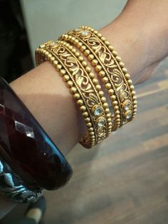 India's Best Online Jewellery Store that Houses High-Quality, Latest Design & Certified jewellery with Strikingly Exquisite Designs. Antique Jewellery Designs, Gold Ring Designs, Gold Bangles Design, Antique Jewelry, Tikka Jewelry, India Jewelry, Gold Jewellery, Stylish Jewelry, Fashion Jewelry