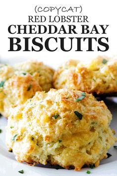 Make hot, buttery, garlicky Red Lobster Cheddar Bay Biscuits at home! Studded with melty Cheddar, packed with flavor, these copycat Red Lobster Biscuits are identical to the restaurant's coveted biscuit recipe. Easy to make and coming together (sta New Recipes, Baking Recipes, Dinner Recipes, Favorite Recipes, Kitchen Recipes, Recipes For Biscuits, Easy Biscuits Recipe, Recipes With Bread, Recipes With Biscuit Dough