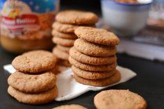 Mogyoróvajas keksz Sweet Recipes, Biscuits, Muffin, Chips, Sweets, Cookies, Cake, Food, Drink