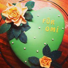 Herztorte! Geburtstag.  Rosen aus Blütenpaste !