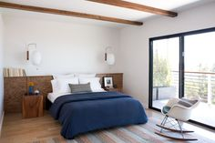 You'll swoon over these retro modern gems with drop-dead-gorgeous transformations. Keep readong to see our favorite midcentury modern homes. Mid Century Modern Bedroom, Mid Century Modern Design, Home Bedroom, Master Bedroom, Bedroom Ideas, Bedroom Interiors, Dream Bedroom, Master Suite, Master Bath