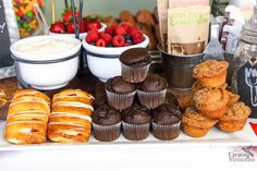 DIY Breakfast Bar Ideas: Create an Easy Breakfast Bar Party for Company Breakfast Bar Food, Breakfast For Dinner, Wedding Breakfast, Hangover Breakfast, Brunch Buffet, Party Buffet, Buffet Wedding, Birthday Brunch, Sour Cream