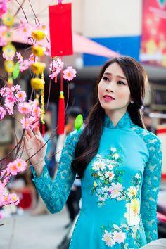 Hoa hậu Thu Thảo nền nã áo dài truyền thống ngày Tết hình ảnh 4