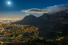 Фотография Mr. Moon, welcome to Cape Town! автор Heinrich Meyer на 500px