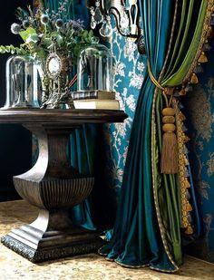 Two layer drapes My Living Room, Living Room Decor, Bedroom Decor, Home Interior, Interior Decorating, Interior Design, Decoration Baroque, Rideaux Design, Classic Curtains