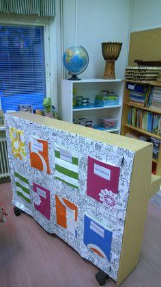 Good idea to use the back of a piano Classroom Design, School Classroom, Classroom Ideas, Reggio Emilia, Teaching Music, Piano, Kindergarten, Education, Storage