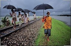 Diagonal leading lines - Steve McCurry