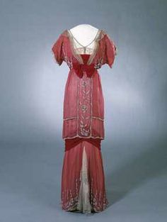 Red silk satin gown, silk velvet et metallic lace, beads and rhinestones embroidery, 1910-1913
