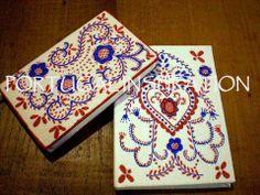 *** Novidade // NEW *** Blocos de notas, com motivos dos bordados de Viana do Castelo, pintados à mão por R. Mónica ......................... .................. .............. Notebooks with embroidery motives from Viana do Castelo, hand painted by  R. Mónica.