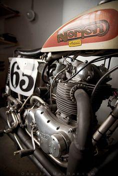 Original Axtell Norton corredor de pista plana con toda velocidad CR Axtell motor y bastidor Trackmaster en la colección Waters © Douglas MacRae