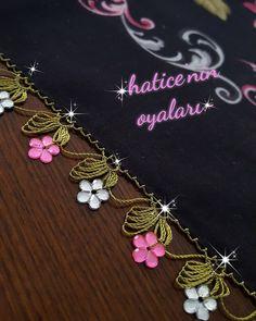 Fotoğraf açıklaması yok. Crochet Unique, Beautiful Crochet, Crochet Borders, Filet Crochet, Embroidery Scarf, Tissue Types, Needle Lace, Crochet Flowers, Cute Art