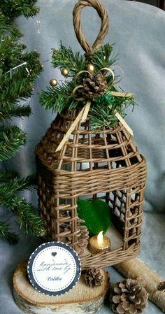 Плетение из газет. У Веруси Wooden Christmas Decorations, Paper Christmas Ornaments, Christmas Baskets, Handmade Headbands, Handmade Crafts, Diy And Crafts, Handmade Rugs, Paper Basket Weaving, Basket Crafts