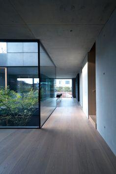 House Portico by Ofis Arhitekti Exterior Tradicional, Casa Loft, Internal Courtyard, Box Houses, Courtyard House, Interior Garden, House Entrance, Modern House Design, Japan Modern House