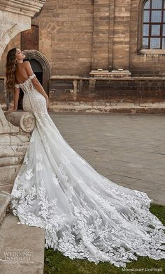 Top Wedding Dresses, Cute Wedding Dress, Wedding Dress Trends, Bridal Dresses, Wedding Gowns, Princess Wedding Dresses, Wedding Dress Long Train, Extravagant Wedding Dresses, Fitted Lace Wedding Dress