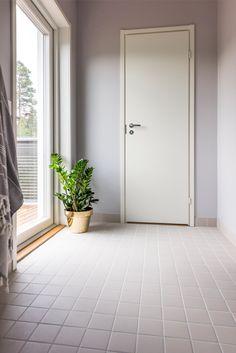 Kastelli Kaarna. Pukuhuoneen lattiassa Huurre savenharmaa 97x97 mm. #pukkilalaatat #pukkila Decor, New Bathroom Ideas, Room Divider, Furniture, Home Decor, Room