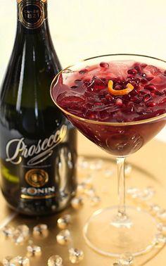 Cocktail met Prosecco en granaatappel. [ Borsarifoods.com ] #drinks #recipes #food