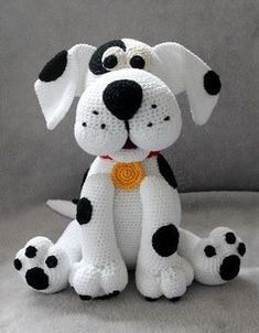 Chien amigurumi dalmatien - modèle au crochet via Makerist. - Chien amigurumi dalmatien – modèle au crochet via Makerist. Baby Knitting Patterns, Crochet Animal Patterns, Stuffed Animal Patterns, Crochet Patterns Amigurumi, Crochet Dolls, Cat Amigurumi, Cute Crochet, Crochet Baby, Crochet Mignon