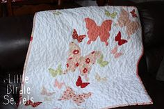 Little Birdie Secrets: butterfly baby quilt -- Have loved this for years. My baby girl is now big enough for a 'big' bed. Quilting Projects, Quilting Designs, Sewing Projects, Girls Quilts, Baby Quilts, Butterfly Quilt Pattern, Baby Quilt Tutorials, Butterfly Baby, Butterfly Bedroom