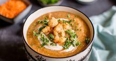Für kalte Wintertage: Die Blumenkohl-Suppe mit roten Linsen und Kurkuma ist schnell gemacht und schmeckt einfach großartig. Mit nur wenigen Zutaten entsteht so eine kräftige Wintersuppe, die die Abwehrkräfte stärkt.
