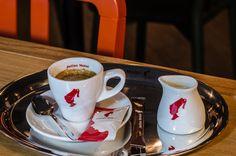 Cafea espresso decofeinizat Espresso, Drinks, Tableware, Espresso Coffee, Beverages, Dinnerware, Dishes, Place Settings, Drink