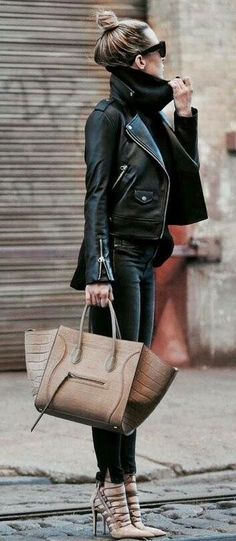 Edgy style Turtle neck sweater, leather coat and heels Winter Outfits For Work, Fall Outfits, Casual Outfits, Black Outfits, Clubbing Outfits, Brown Boots Outfit Winter, Dress Casual, Mode Chic, Mode Style