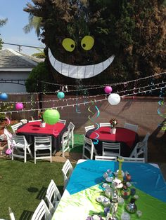 Mad Hatter Tea Party Decoration Ideas Elegant Alice In Wonderland Tea Party Cool Stuff Mad Hatter Party, Mad Hatter Tea, Mad Hatters, Alice Tea Party, Mad Tea Parties, Alice In Wonderland Birthday, Alice In Wonderland Party Ideas, Wonderland Events, Winter Wonderland