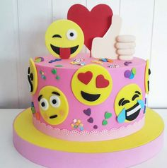 Emoji cake - Paityn's b-day Cake Cookies, Cupcake Cakes, Emoji Cake, Hazelnut Cake, Salty Cake, Girl Cakes, Savoury Cake, Celebration Cakes, Cake Designs