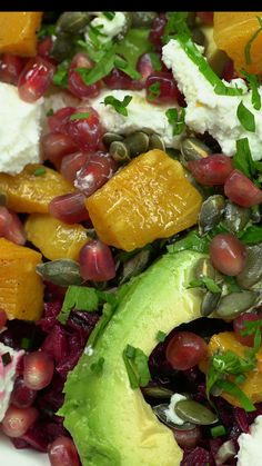 Summer Beet Salad This colorful and nutritious salad uses riced beets avocado pomegranates goat cheese spices and so much Healthy Salads, Healthy Eating, Healthy Recipes, Beet Salad Recipes, Salad Recipes Video, Clean Eating, Pomegranate Salad, Feta Salat, Dinner Salads